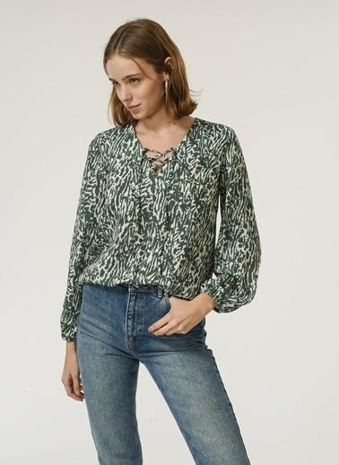 NGSTYLE NGSTYLE Kadın Yaka Bağcık Detaylı Desenli Renkli Bluz Renkli